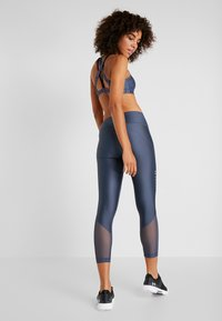 Under Armour - ANKLE CROP GRAPHIC - Tights - downpour gray/metallic silver - 2