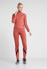 Under Armour - RUSH LEGGING METALLIC PRINT - Legging - fractal pink/black - 1