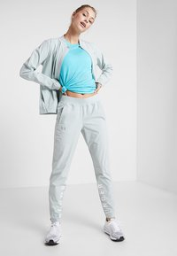 Under Armour - STORM LAUNCH LINKED UP PANT - Trainingsbroek - green/halo gray/reflective - 1