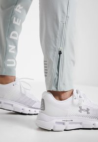 Under Armour - STORM LAUNCH LINKED UP PANT - Trainingsbroek - green/halo gray/reflective - 4