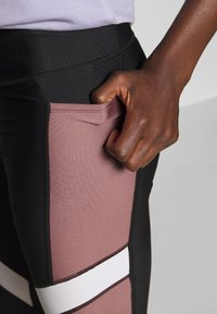 Under Armour - SPORT ANKLE CROP - Collants - black/hushed pink - 3