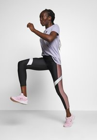 Under Armour - SPORT ANKLE CROP - Leggings - black/hushed pink - 1