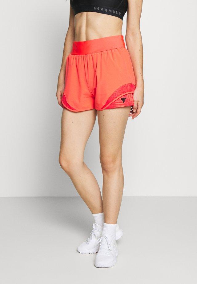PROJECT ROCK TRAIN SHORTS - Pantalón corto de deporte - rush red/black