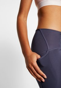 Under Armour - QUALIFIER SPEEDPOCKET PERFORATED ANKLE CROP - Leggings - blue ink - 3