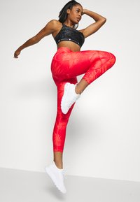 Under Armour - PROJECT ROCK PRINTED ANKLE CROP - Leggings - rush red/black - 3