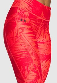 Under Armour - PROJECT ROCK PRINTED ANKLE CROP - Leggings - rush red/black - 6