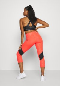 Under Armour - KAZOKU RUSH CROP - Leggings - beta/gold - 2