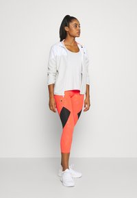 Under Armour - KAZOKU RUSH CROP - Leggings - beta/gold - 1