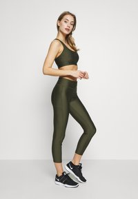 Under Armour - PROJECT ROCK WARRIOR CROP - Legginsy - guardian green/black