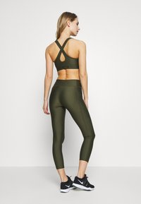 Under Armour - PROJECT ROCK WARRIOR CROP - Legginsy - guardian green/black - 2