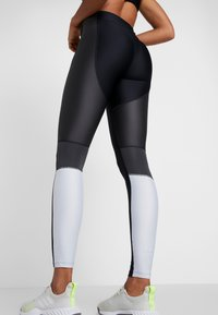 Under Armour - ARMOUR PERFORATION INSET LEGGINGS - Leggings - black/halo gray