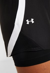 Under Armour - PLAY UP SHORTS - Korte sportsbukser - black/white - 5