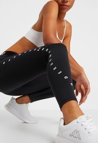 Under Armour - FAVORITE GRAPHIC LEGGING - Leggings - black/white