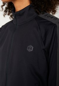 Under Armour - ATHLETE RECOVERY TRAVEL JACKET - Træningsjakker - black/jet gray - 6