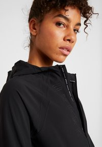 Under Armour - QUALIFIER OUTRUN THE STORM JACKET - Hardloopjack - black - 4