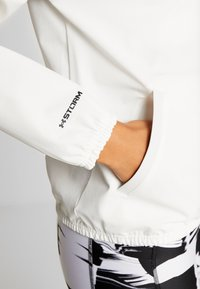 Under Armour - WOVEN ANORAK - Träningsjacka - onyx white/black