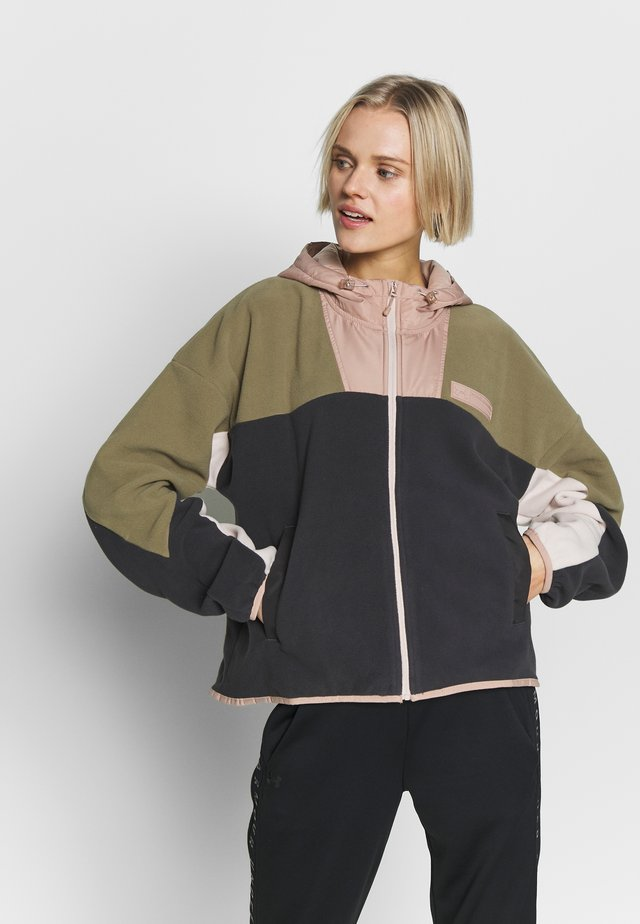 FULL ZIP POLAR JACKET - Giacca in pile - jet gray/outpost green/beta red