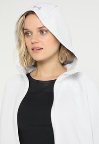 Under Armour - MOVE - Hoodie met rits - white - 3