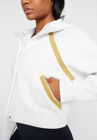 Under Armour - MISTY SIGNATURE SPACER FULL ZIP - Hoodie met rits - onyx white/palm green - 3