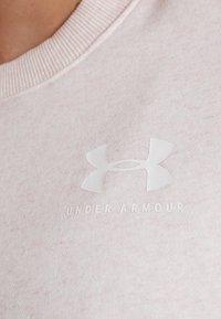 Under Armour - RIVAL GRAPHIC CREW - Mikina - apex pink/medium heather/onyx white - 5