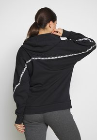 Under Armour - HOODIE TAPED - Mikina s kapucí - black/onyx white - 2