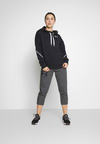 Under Armour - HOODIE TAPED - Mikina s kapucí - black/onyx white - 1