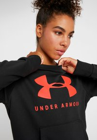 Under Armour - RIVAL SPORTSTYLE GRAPHIC CREW - Sweatshirt - black/beta red - 3