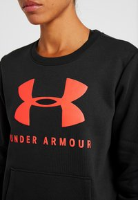 Under Armour - RIVAL SPORTSTYLE GRAPHIC CREW - Sweatshirt - black/beta red - 5