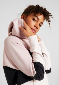 Under Armour - RIVAL FLEECE COLOR BLOCK HOODIE - Mikina skapucí - dash pink/black/french gray - 3