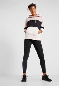 Under Armour - RIVAL FLEECE COLOR BLOCK HOODIE - Mikina skapucí - dash pink/black/french gray - 1