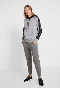Under Armour - RIVAL GRAPHIC HOODIE NOVELTY - Hoodie - grey - 1