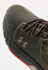 Under Armour - PROJECT ROCK 2 - Kuntoilukengät - guardian green/sandy brown/black - 6