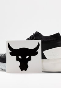 Under Armour - PROJECT ROCK 2 - Trainings-/Fitnessschuh - black/white - 5