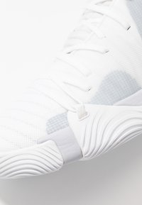 Under Armour - SPAWN MID - Basketbalschoenen - white/mod gray - 5