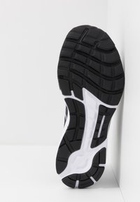 Under Armour - CHARGED ESCAPE 3 - Chaussures de running neutres - black/white/metallic silver - 4