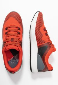 Under Armour - HOVR RISE - Treningssko - martian red/gray flux - 1