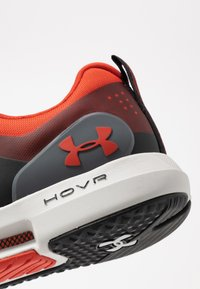 Under Armour - HOVR RISE - Treningssko - martian red/gray flux - 5