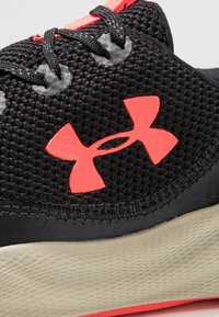 Under Armour - CHARGED WILL - Chaussures de running neutres - black/range khaki/beta red - 5