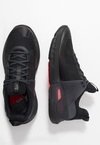 Under Armour - HOVR APEX - Sportovní boty - black - 1