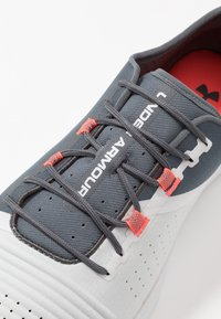 Under Armour - TRIBASE REIGN - Sports shoes - pitch gray/halo gray/beta red - 5