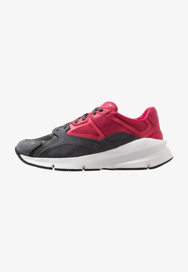 FORGE 96 - Scarpe running neutre - clear black//pink