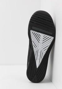 Under Armour - TRIBASE THRIVE - Sportovní boty - black/pitch gray/halo gray - 4