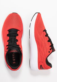 Under Armour - CHARGED PURSUIT 2 - Neutral running shoes - versa red/white/black