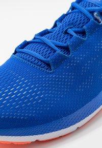 Under Armour - CHARGED PURSUIT 2 - Zapatillas de running neutras - versa blue/white - 5