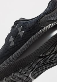 Under Armour - CHARGED PURSUIT 2 - Scarpe running neutre - black - 5