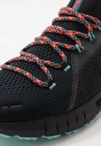 Under Armour - HOVR PHANTOM SE TREK - Scarpe running neutre - black/radial turquoise/black - 5