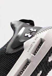 Under Armour - HOVR STRT - Chaussures de running neutres - black/halo gray - 5