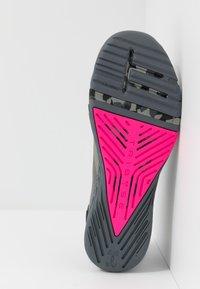 Under Armour - TRIBASE REIGN  - Chaussures d'entraînement et de fitness - gravity green/black/halo gray - 4