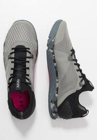 Under Armour - TRIBASE REIGN  - Chaussures d'entraînement et de fitness - gravity green/black/halo gray - 1