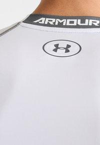 Under Armour - Print T-shirt - weiß/grau - 4